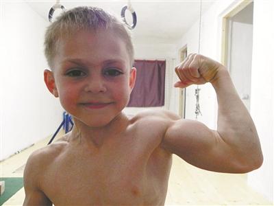 九岁肌肉猛男 锻炼视频爆红拥有天使脸孔魔鬼身材