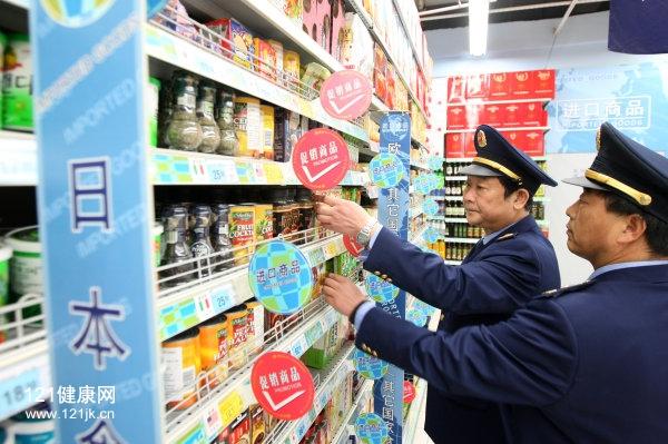 """2017年""""3.15""""期间,诸暨市场监管局对日本进口食品进行抽检.jpg"""