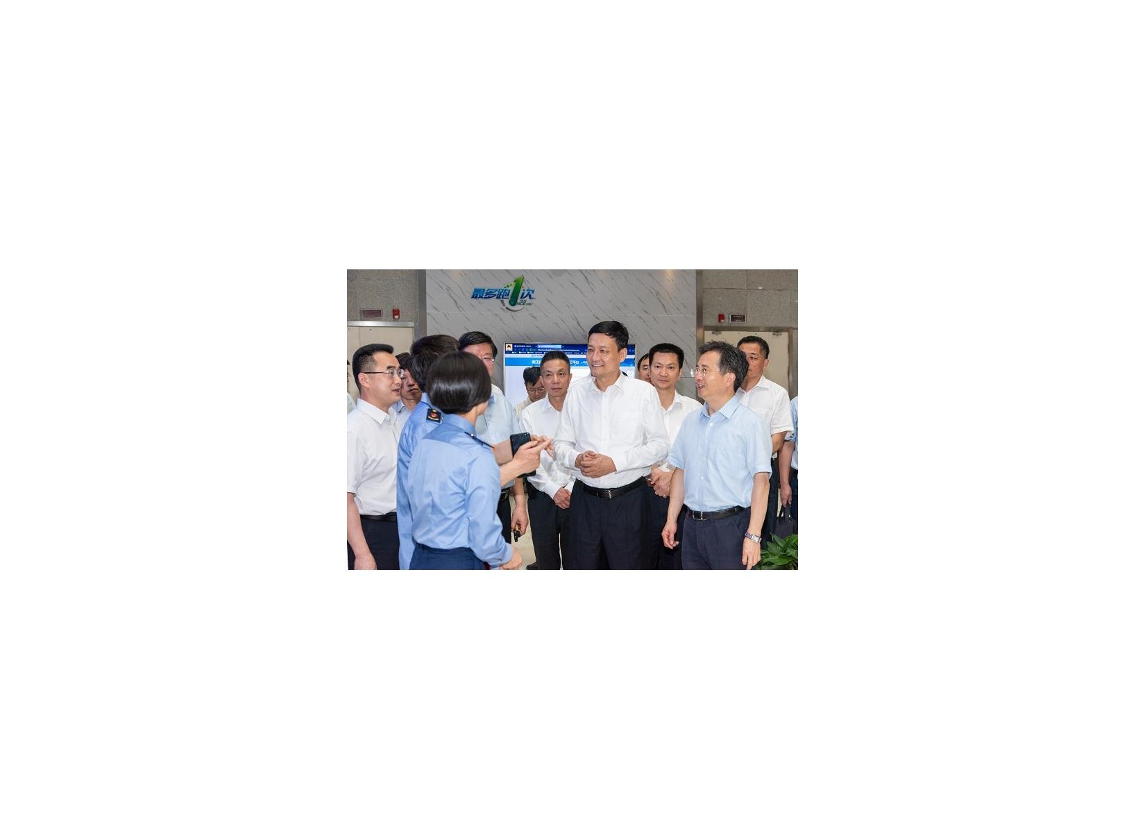 肖亚庆在浙调研时强调 深化市场监管改革 夯实监管工作基础